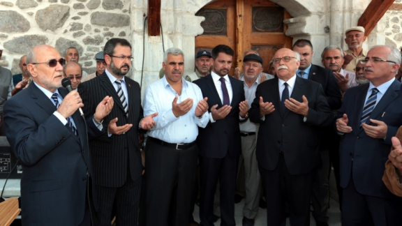 Minister Avcı visits Ulu Mosque in Sivrihisar